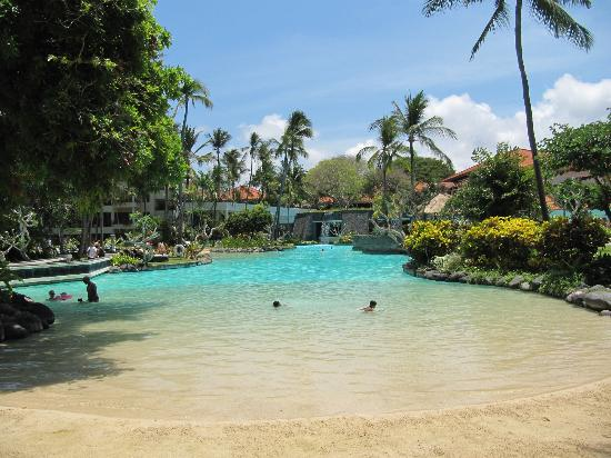 The Laguna, a Luxury Collection Resort & Spa: Large central pool