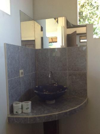 Senyum Villas: bathroom