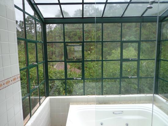 Pousada La Villa del Valle: jacuzzi window