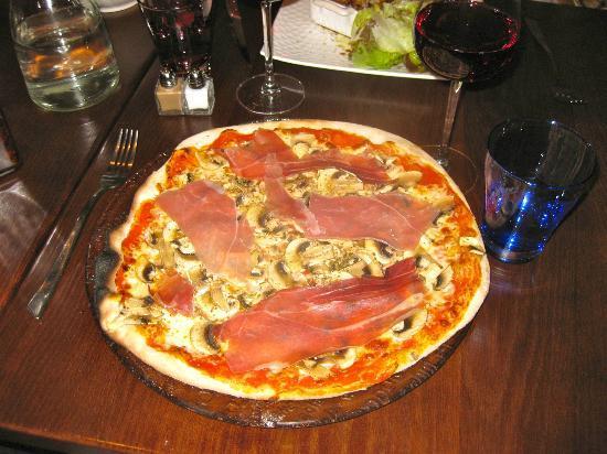 Cosa Nostra : Pizza Brusca- Mushroom and prosciutto