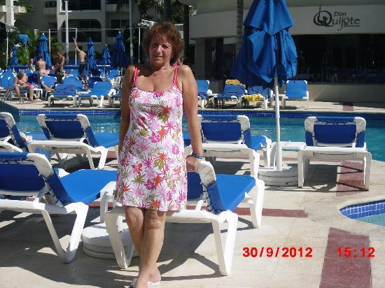 Occidental Costa Cancun: by the pool