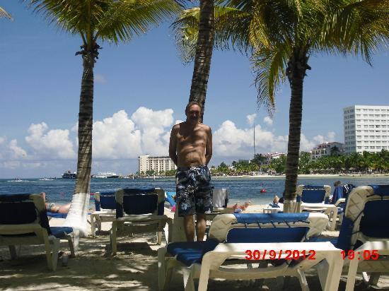 Occidental Costa Cancun: John on the beach