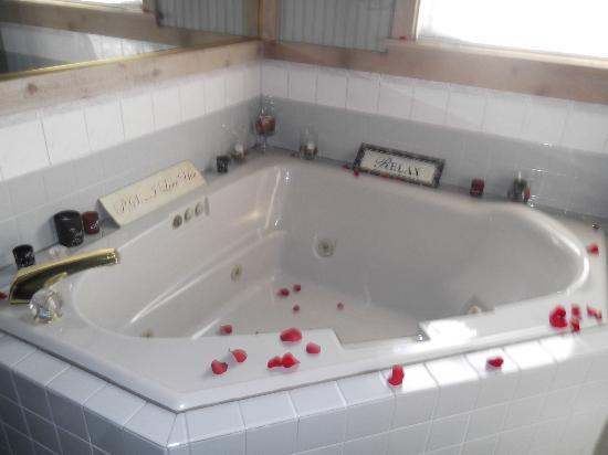 McKenzie House Bed & Breakfast: Relaxing hotub.