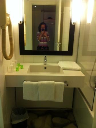 Ibis Styles Paris Gare de l'Est Chateau Landon: Bathroom
