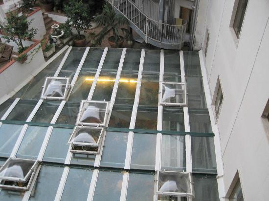 Villa Romana Hotel: dalla camera:vista tetto ristorante, con annuso cucina!