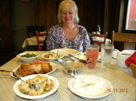 Amish Acres Restaurant Barn: Looking it over, more than we can eat