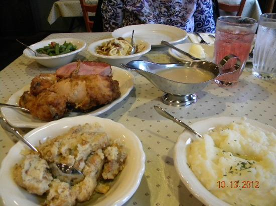 Amish Acres Restaurant Barn: The family style THRESHERS dinner