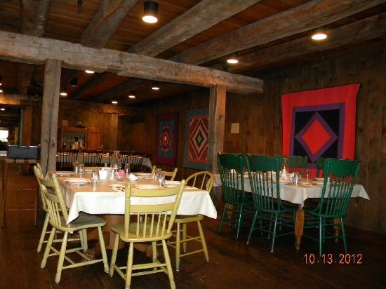 Amish Acres Restaurant Barn: The dining area
