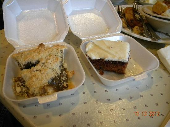 Amish Acres Restaurant Barn: Shoofly pie and applebread cake
