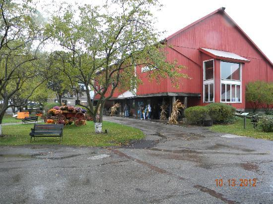 Amish Acres Restaurant Barn: The outside of the Barn Restaurant