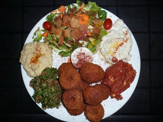 Baba Gannouj : Vegeterian Falafel Plate