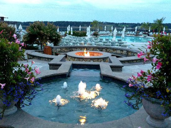 Wequassett Resort and Golf Club: Pool/Fire Pit Area