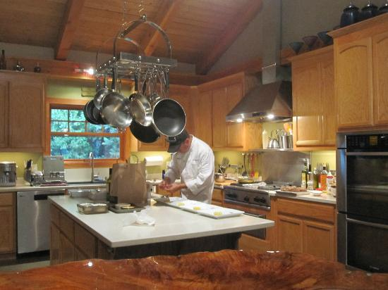Arnold Black Bear Inn: Bruce preparing our special dinner