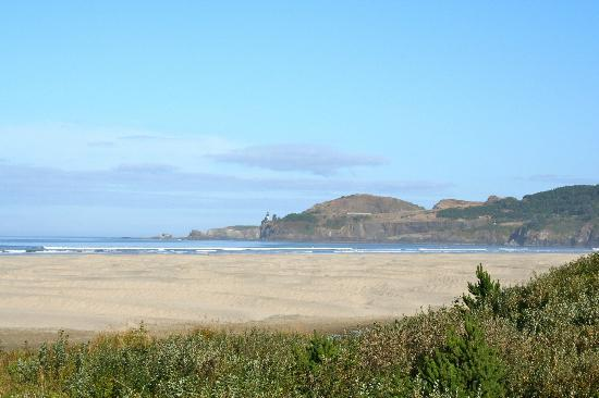 Best Western Agate Beach Inn: View from beach