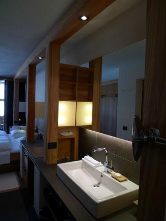 Lagacio Hotel Mountain Residence: Bathroom