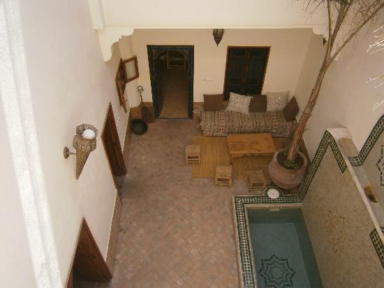 Riad Dar Jdati: Le patio avec sa belle fontaine