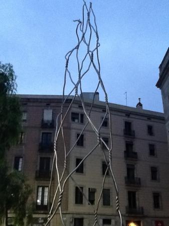 Trobador Rambla Catalunya : Kunst fra pladsen.