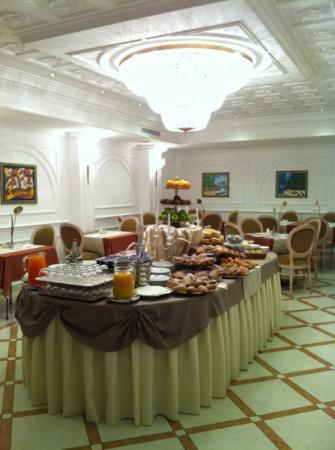 Sunrise Hotel: colazione