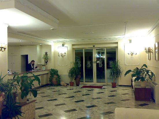 Hotel Cristina: La reception