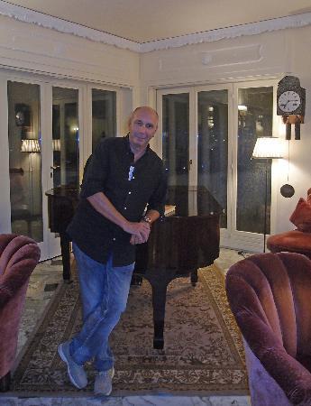 Cristina Hotel: sullo sfondo, notare la splendida pendola