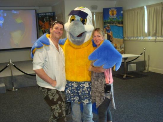 Ashmore Palms Holiday Village: Meeting Macca Macaw in the Activity Centre