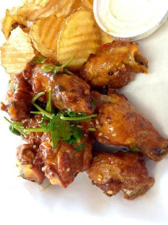 Nat's: Wing with thai pepper and garlic sauce