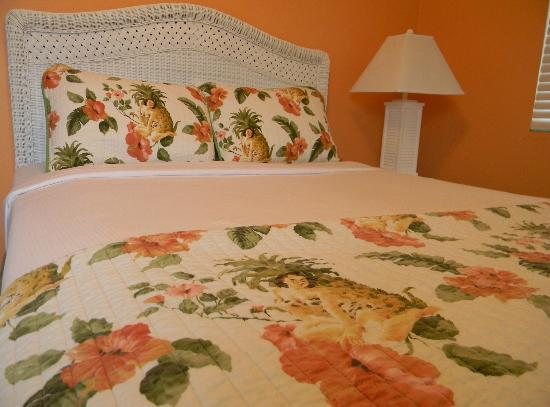 Sea Spray Inn: Tropical Decor