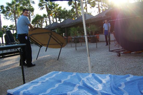 GrandResort: Setting up tables instead of sunbeds