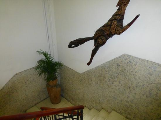 Manso Boutique Guesthouse: Stairwell from the restaurant to the rooms-no elevator