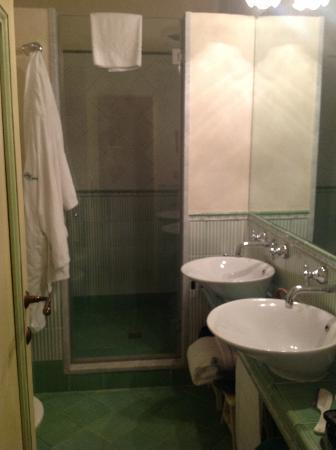 كاستيلو دي سبالتينا: Shower bathroom... 