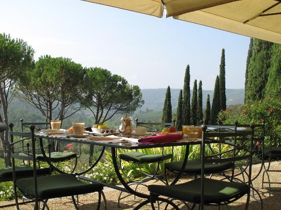 Castello di Spaltenna Exclusive Tuscan Resort & Spa: Breakfast on the terrace....