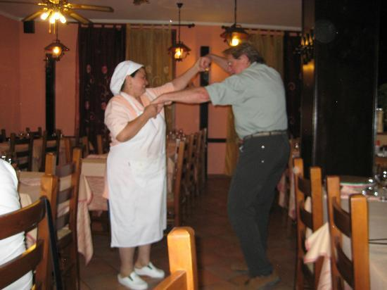 La Vecchia Ostaia: Dancing with Momma