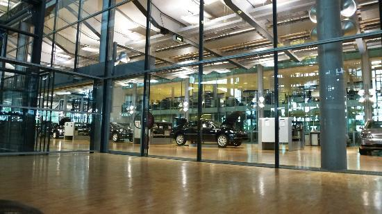 The Transparent Factory of Volkswagen: VW factory in Dresden secret photo