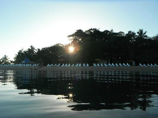 Hideaway Island Resort & Marine Sanctuary: Sunrise snorkel