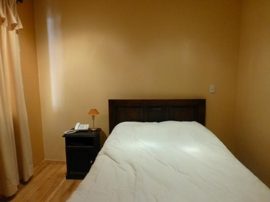 Calle Angosta: Very comfortable bed