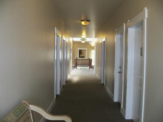 Port Angeles Downtown Hotel: Hallway