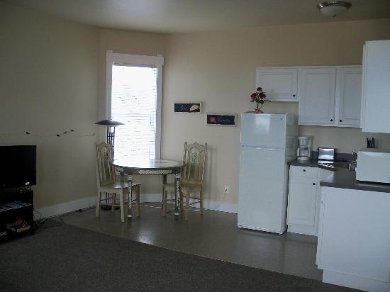 Port Angeles Downtown Hotel : kitchenette