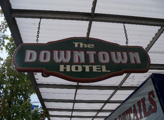 Port Angeles Downtown Hotel: Entry sign