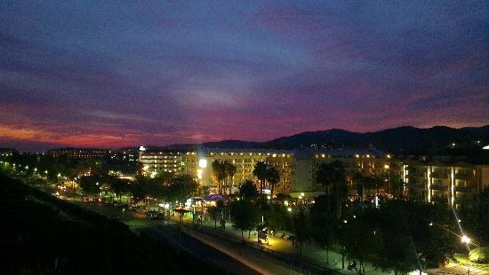 H.TOP Royal Sun: Night view from room 525