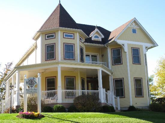 Amber House Bed and Breakfast : The most beautiful property in Rocheport!