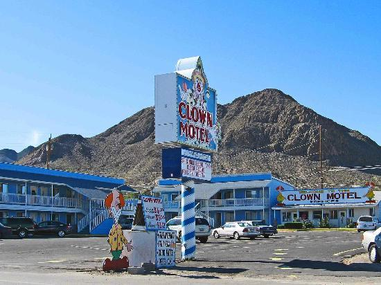 Tonopah, NV: Clown Motel