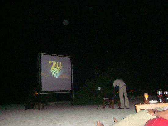 Kuramathi Island Resort: cinema under stars
