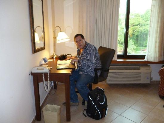 Holiday Inn Panama Canal: Escritorio en la habitación