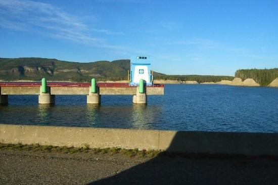 W.A.C. Bennett Dam Visitor Centre : drive through the dam