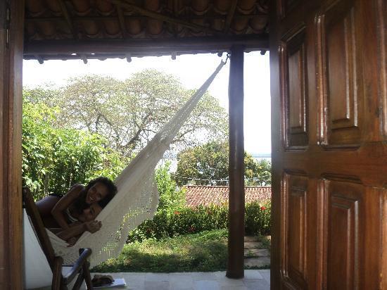 Hotel Pousada Natureza : Eu e meu amor aproveitando a varanda do Bangalô Lagosta...