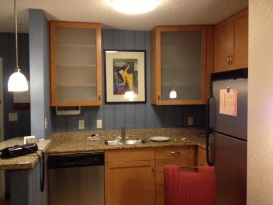 Residence Inn Ocala: Kitchen area