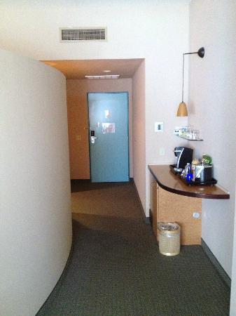 Hotel Metro: Entrance Hallway