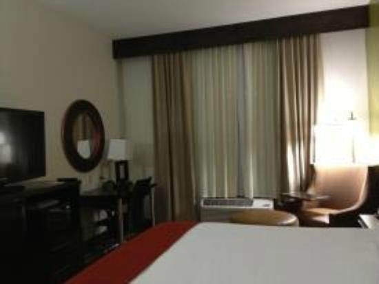 Holiday Inn Express & Suites Huntsville Airport: Our beautiful room.