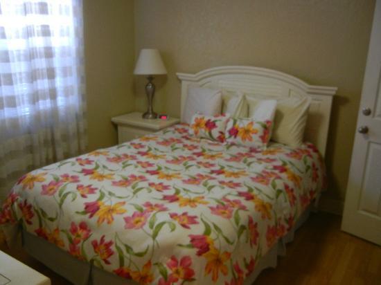 Blue Wave Motel Suites: Schlafzimmer