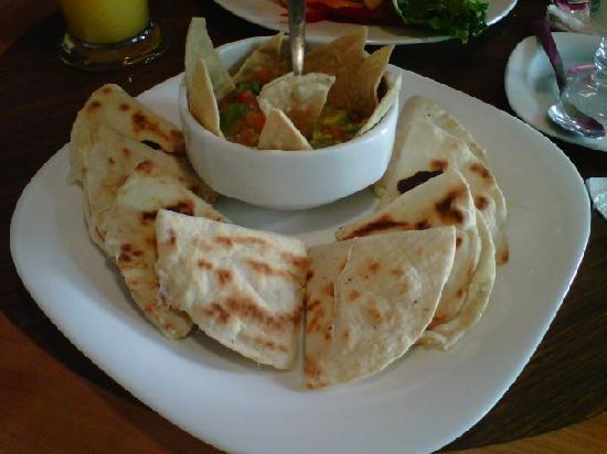 CLUB CAFE: Orden de Quesadillas (snack)
